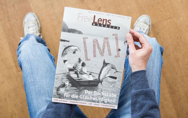 Das FREELENS Magazin mit dem [M]. Natürlich mit einer Montage auf dem Titel, die Fotos dazu stammen von Bundespresseamt und Agentur Focus.