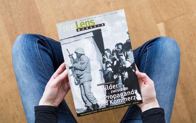 Kriegsfotografie – Bilder zwischen Propaganda und Kommerz. Das Titelfoto zeigt einen Ausschnitt einer Aufnahme von Gideon Mendel.