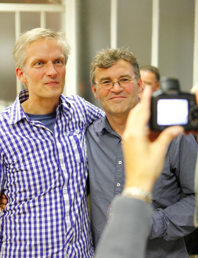 Peter Lindhorst und Carl De Keyzer während der Ausstellungseröffnung in der FREELENS Galerie.