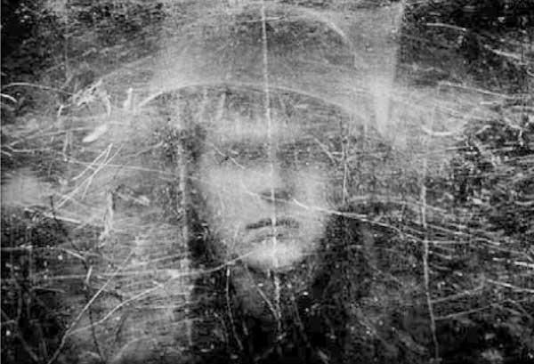Soldat hinter Schutzschild aus Plexiglas, Nordirland, 1973.