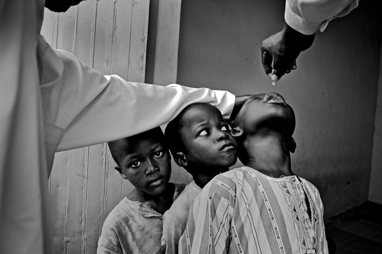 Polio-Impfung in Nigeria – immer wieder gibt es dort Rückschläge im Kampf gegen die Kinderlähmung.