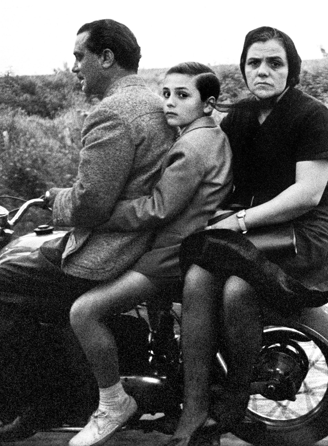 The Holy family on bike, Roma 1956.