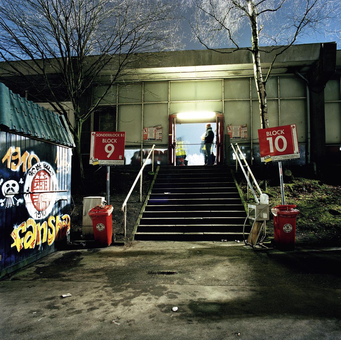 Haupttribüne, Aufgang Block 9/10, 2008.