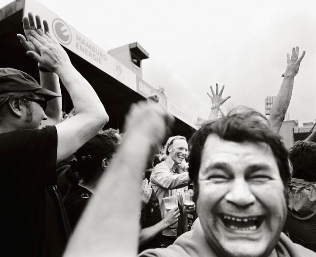 Fanjubel auf der Gegengerade im alten Millerntor-Stadion, 2011.
