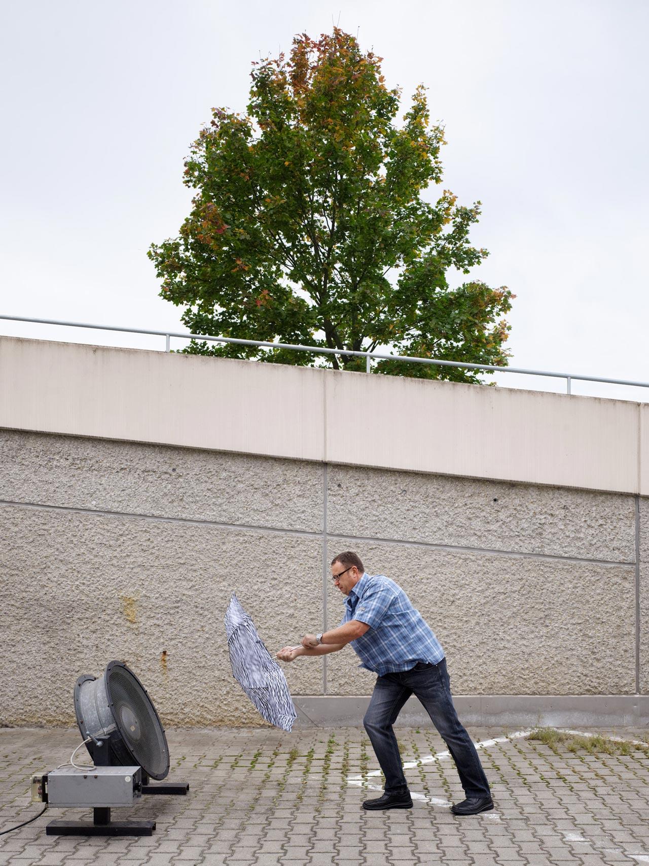 Abschätzende Windlastprüfung.