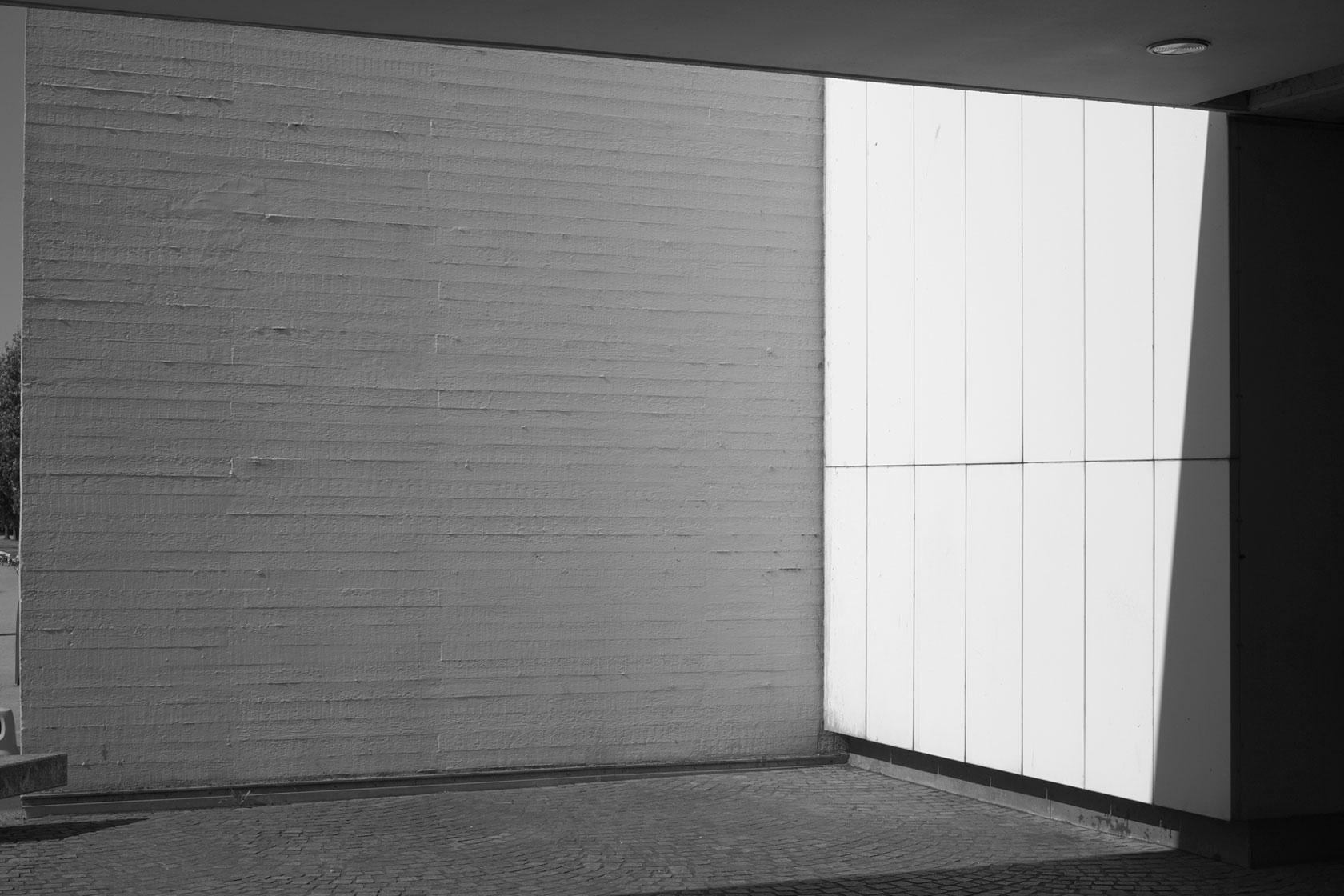 Tomek Mzyks Ausstellung »Archideologie« stellt zwei in den letzten Monaten entstandene Fotoserien über Aspekte der Ideologie-geprägten Architektur der 60er und 70er Jahre vor.