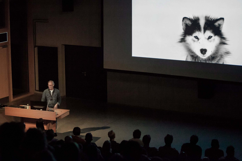 Ragnar Axelsson während seines Vortrags auf dem Lumix-Festival.