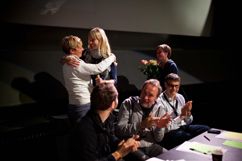 Verabschiedung des Vorstandsmitgliedes Svea Pietschamnn durch Paula Tamm und Stefanie Rejzek. Danke Svea – für alles!
