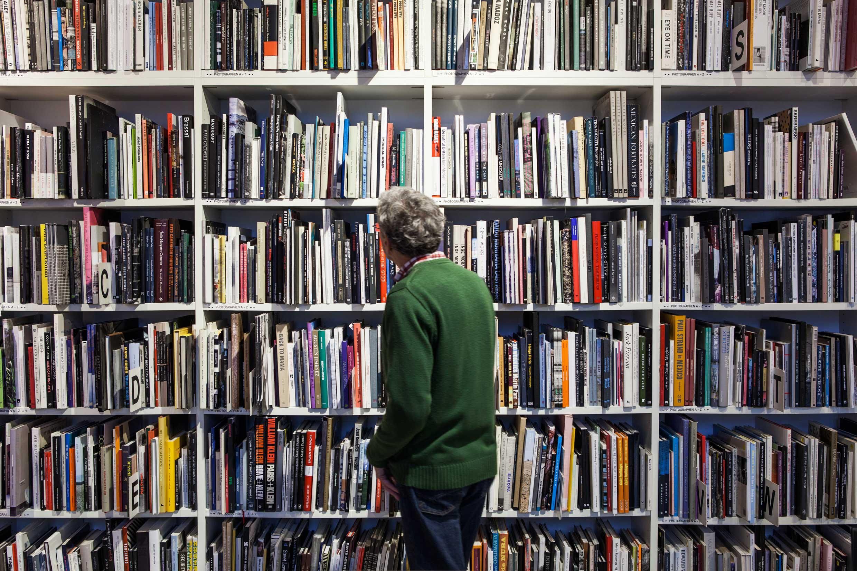 Fotobücher bleiben die armen Verwandten der Coffee-Table-Books sowie der Bücher prominenter Starfotografen im Beritt der Mode, der People-, der Kunst- und auch der Architekturfotografie.