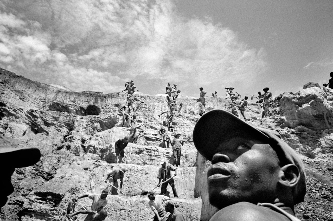 Wie Sklaven schuften die Arbeiter in den Minen des Kongo.