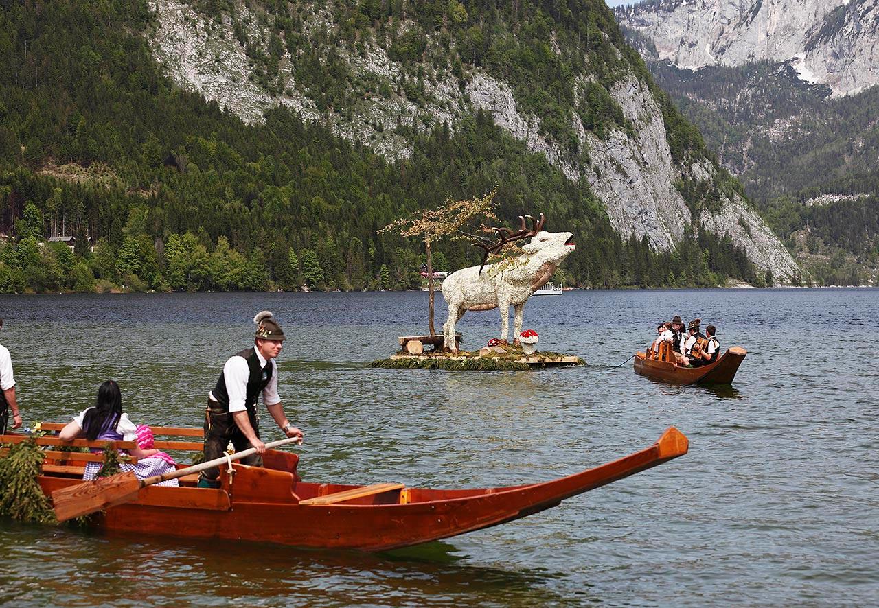 Bootskorso beim Narzissenfest auf dem Altausseer See.