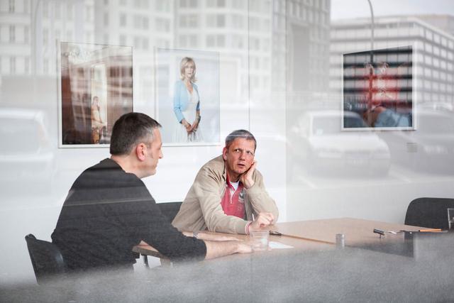 Veteranentreffen in der Geschäftsstelle: Knut Gielen (links) und Heiner Müller-Elsner erinnern sich an den Beginn der Verbandsarbeit.
