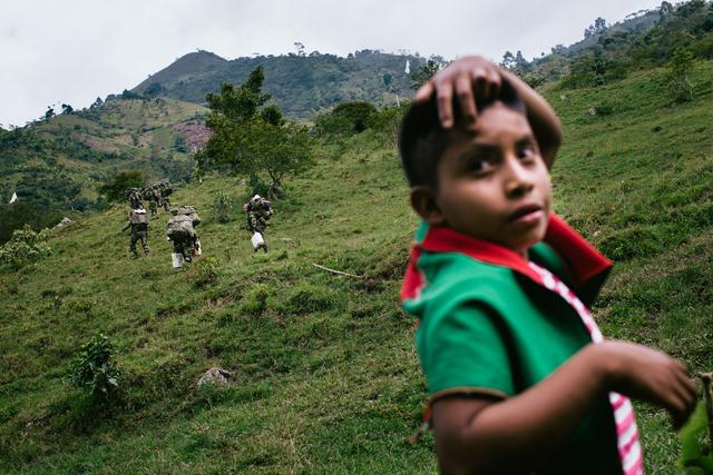 Jonas Wresch zeigt Kolumbiens Weg zum Frieden am Beispiel des kleinen Bauerndorfes Toribio, das zu den am härtesten umkämpften Orten in Kolumbien zählt.
