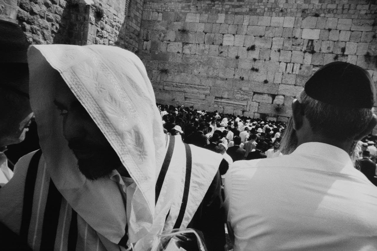 Orthodoxe Juden an der Westmauer des historischen Tempels.