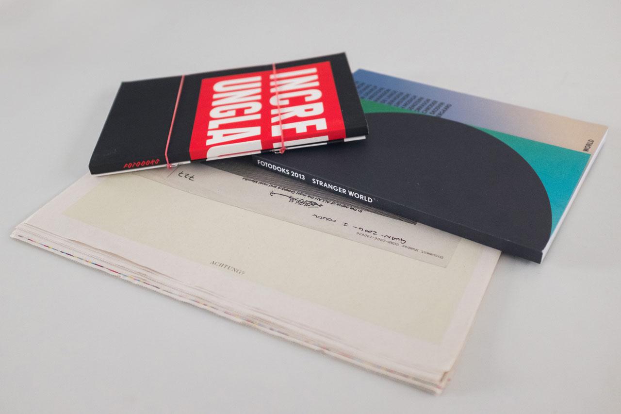 Die bisherigen Kataloge wurden von Mirko Borsche (2011 & 2012) und Martin Steiner (2013) gestaltet, der auch in diesem Jahr wieder das Konzept entwickelt.