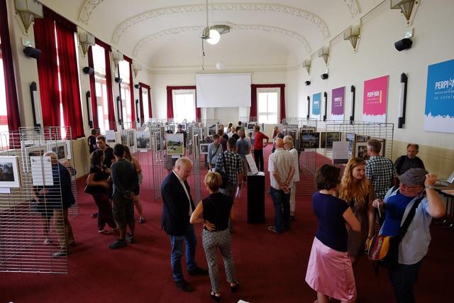 Mit »Beyond the Facts« hat auch die Hochschule Hannover wieder eine Ausstellung im Rahmen des Off-Festivals in Perpignan. Bereits zum 14. Mal präsentieren die Hannoveraner Studenten dort ihre herausragenden Arbeiten.