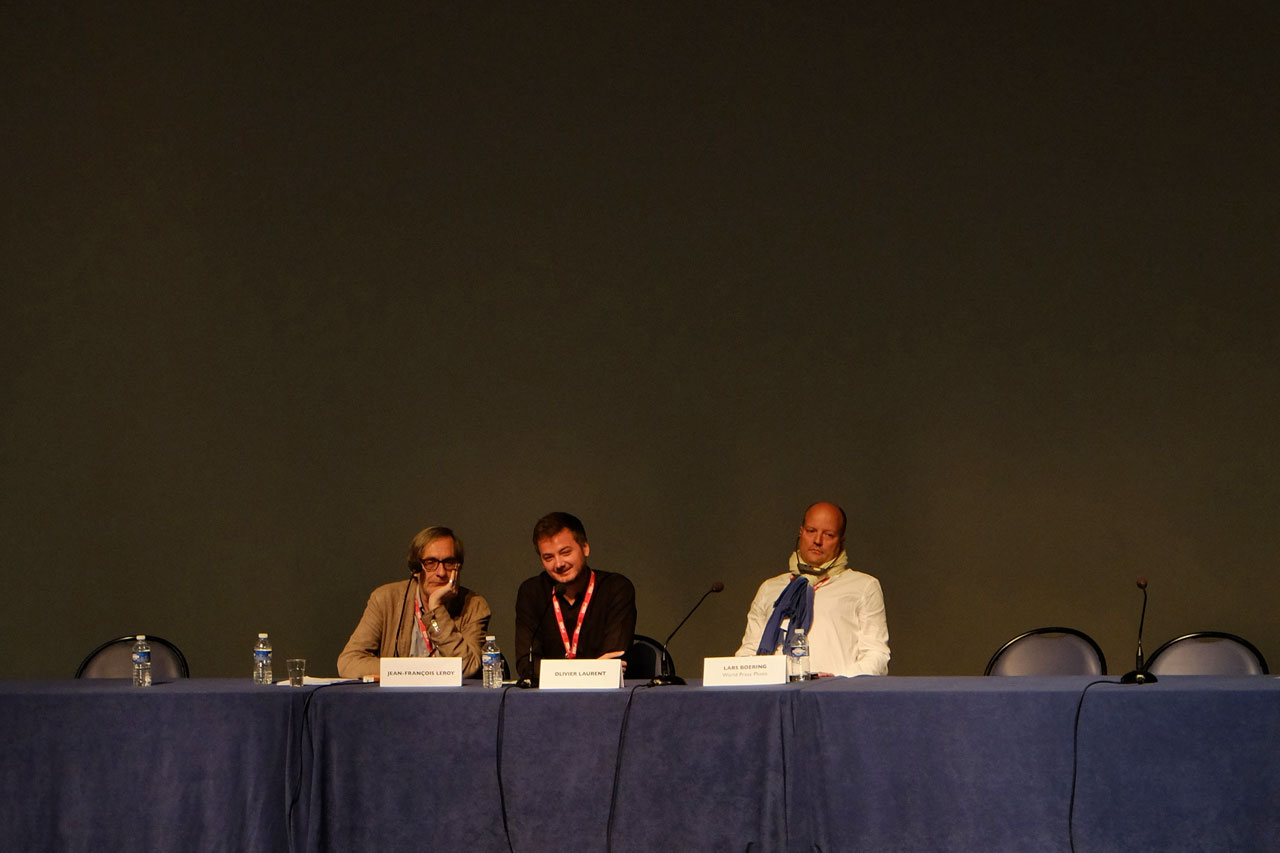 Das Treffen von Jean-François Leroy (links) und Lars Boering (rechts), moderiert von Olivier Laurent (Mitte).
