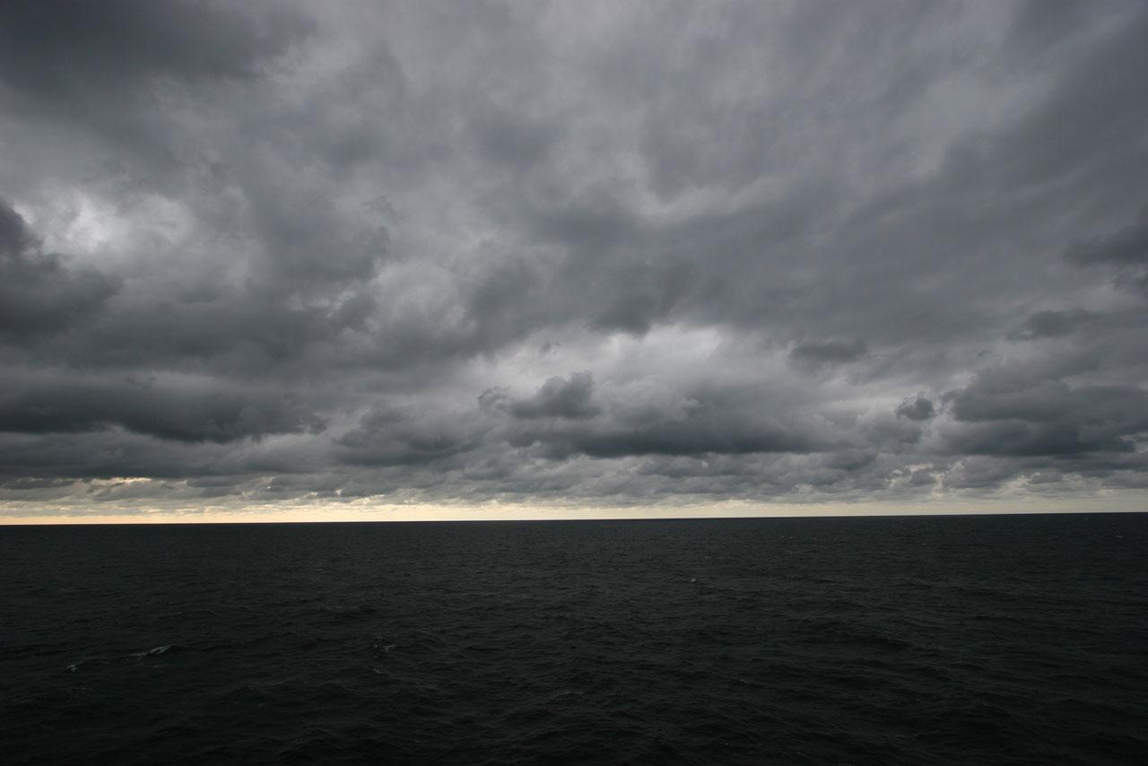 Wolken über der Ostsee. Aus der Ausstellung »Magic Sea«.