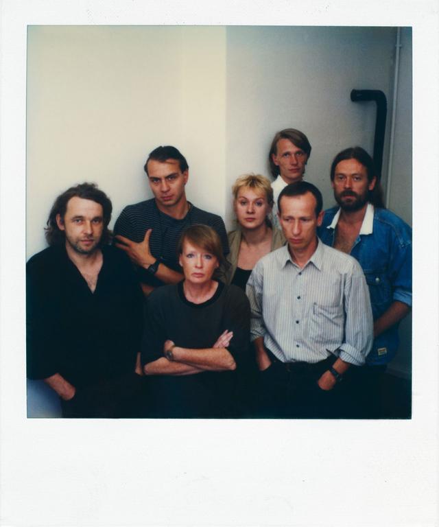 Gründungsmitglieder der Agentur OSTKREUZ (v.l.): Werner Mahler, Jens Rötzsch, Sibylle Bergemann, Ute Mahler, Thomas Sandberg, Harf Zimmermann und Harald Hauswald. Berlin 1990.