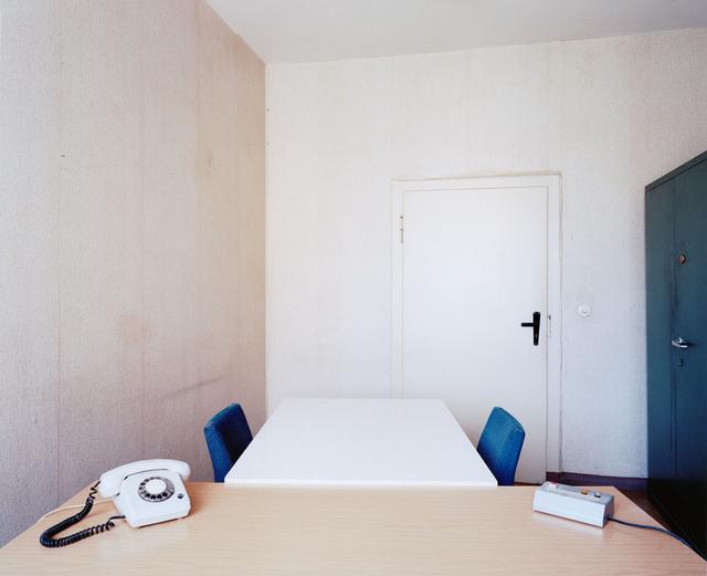 Verhörraum im Stasi-Gefängnis Hohenschönhausen, ehemaliges Sowjetisches Speziallager und Untersuchungsgefängnis des Ministeriums für Staatssicherheit.