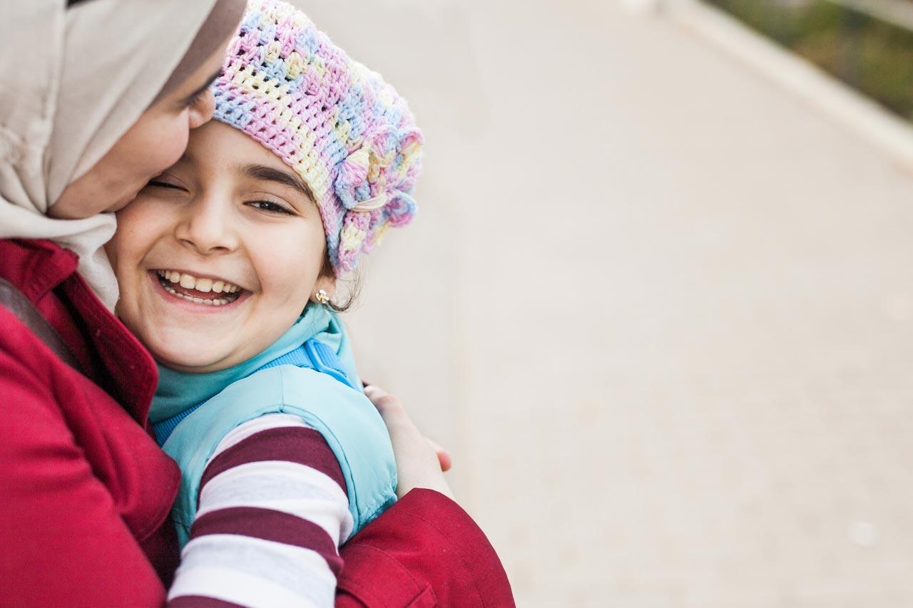 Heba mit ihrer Tochter Lilian bei einem Spaziergang an einem Sonntag Nachmittag.