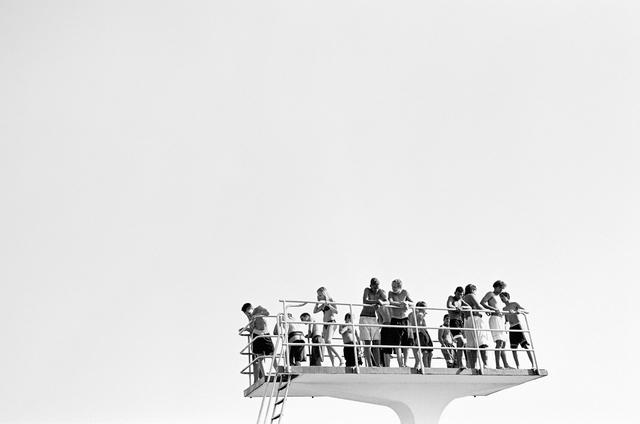 Jugendliche auf dem Zehnmeterturm, Stadionbad Bremen, 2002.