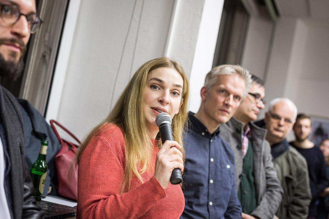 Wiebke Krause, Referentin für Flüchtlingshilfe beim Paritätischen Wohlfahrtsverband Hamburg e.V. bei ihrem Grußwort.