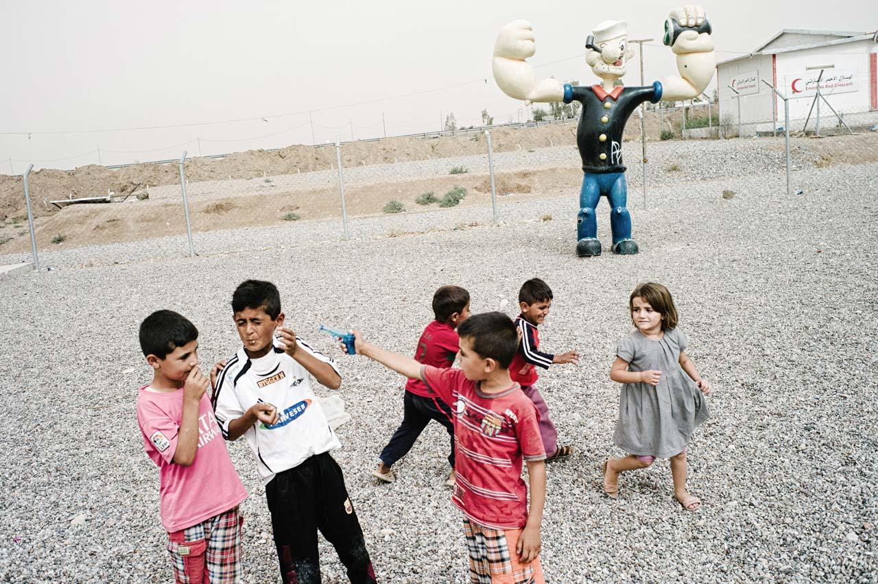 Kinder auf dem Spielplatz des Flüchtlingscamps Kuschtapa in der Nähe von Erbil im Irak. Foto: Felix Kleymann