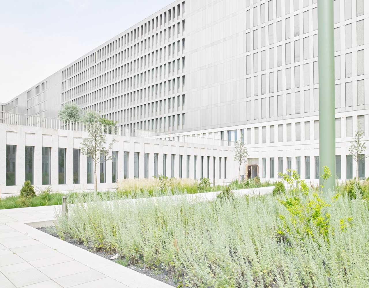 Rückansicht des Zentralgebäudes der neuen BND-Zentrale in Berlin.