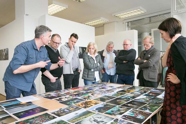Die Jury hat es sich am Wochenende nicht leicht gemacht – aber nun stehen die Preisträger des diesjährigen Lumix Festivals fest. (v.l.n.r. Søren Pagter, Peter Bitzer, Andreas Trampe, Ruth Eichhorn, Lutz Fischmann, Bertram Solcher, Christian Pohlert und Barbara Stauss)