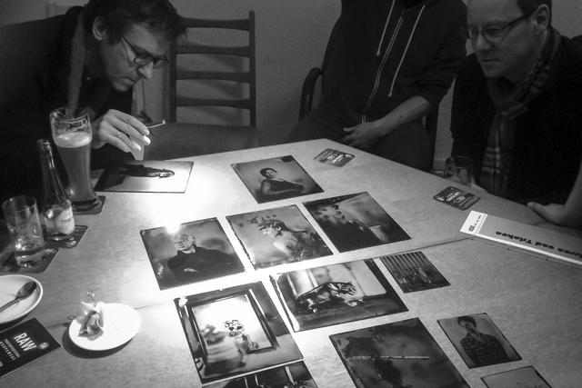 Christine Henke zeigt aktuelle Arbeiten aus ihrer Serie »Wet Plates«.
