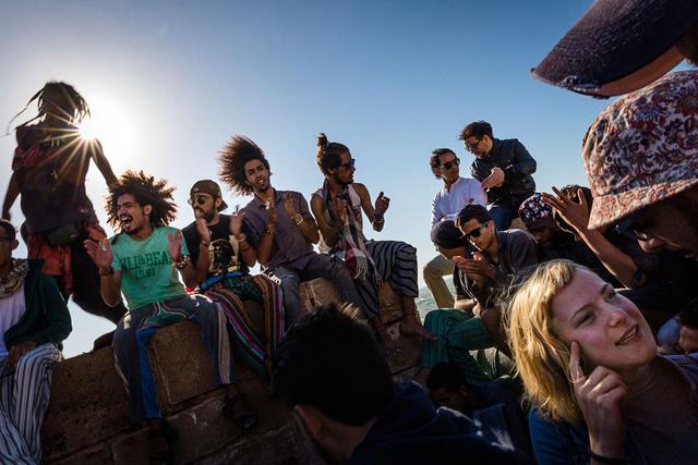 Wie der junge Marokkaner, den Fernando Gutiérrez Juárez in Casablanca begleitet, vermuten viele die Erfüllung ihrer Sehnsüchte und Träume im Ausland.
