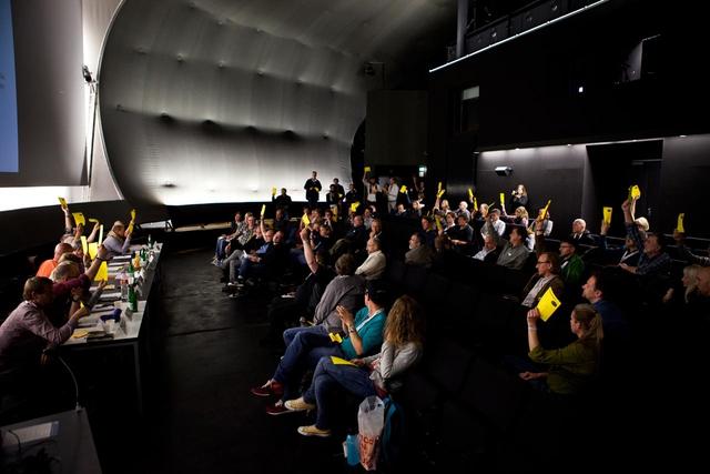 Intensiver Austausch, angeregte Debatten, einige Abstimmungen und Vorstandswahlen – die FREELENSer absolvierten auf der Mitgliederversammlung ein straffes Programm.