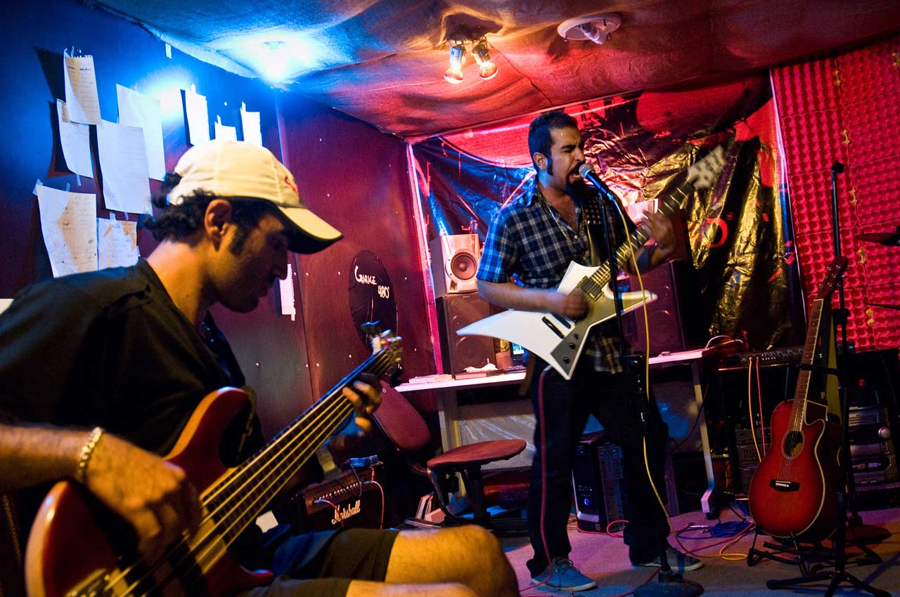 Die Underground Band »Garage480« probt in Isfahan.