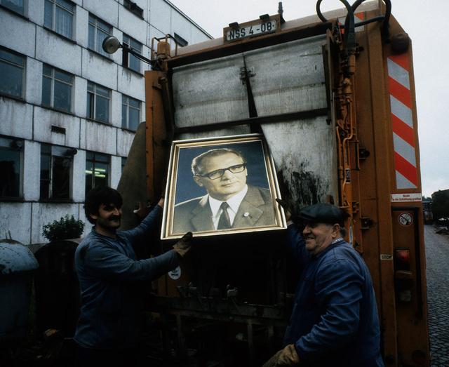 Honecker im Müll.