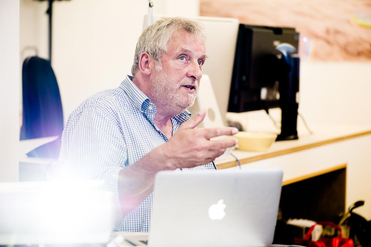 Wie man sich durch AGB vor Unannehmlichkeiten nach einem Job vorab absichert, erläuterte Lutz Fischmann anhand von Beispielen aus dem Berufsalltag. Foto: Johannes Arlt