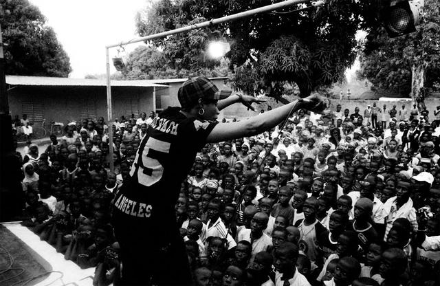 Die senegalesische Rapperin Fatou Diatta, bekannt als Sister Fa, setzt sich für Menschenrechte und ein stärkeres Bewusstsein für soziale und politische Themen in Senegal und Westafrika ein.