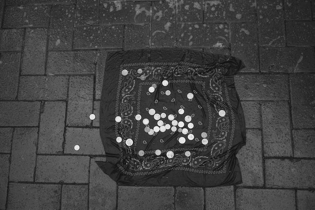 »Cloth With Coins«, Dublin 2011. Aus der Serie »Bronze By Gold«, Kapitel Joyce.