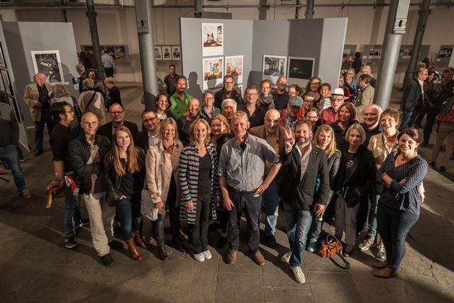 Die an der Ausstellung beteiligten Fotografinnen und Fotografen sowie die Jurymitglieder.
