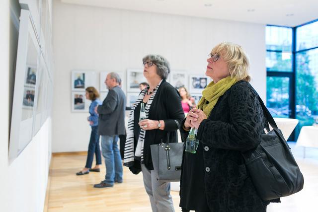 38 Fotografinnen und Fotografen sind in der Ausstellung vertreten.