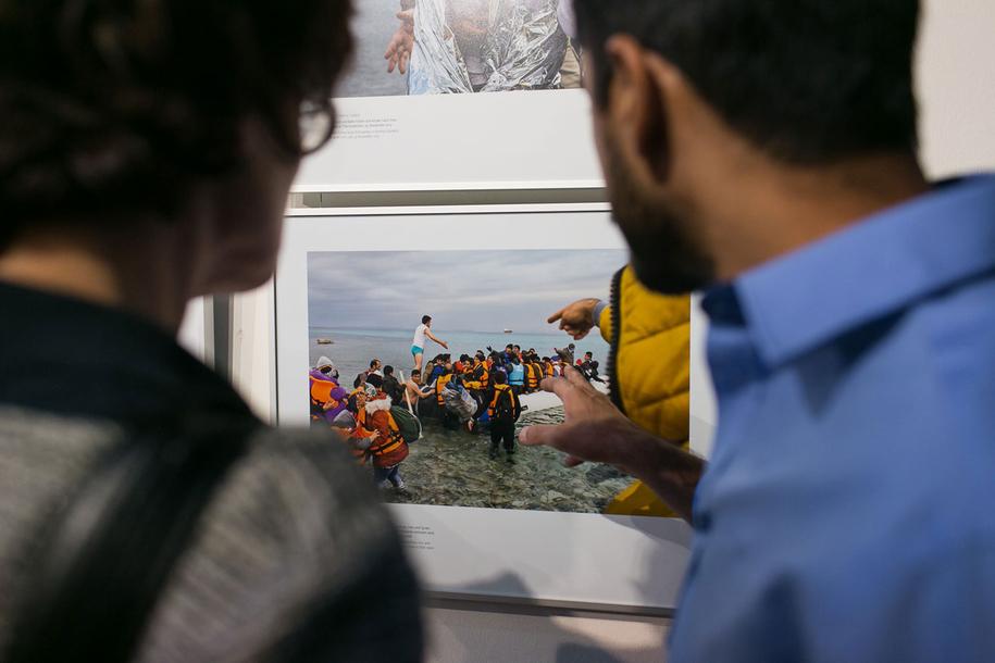 Vernissage der Ausstellung »Angekommen!?« mit Fotografien zu Flucht und Ankunft in Deutschland in der Landesvertretung Rheinland-Pfalz in Berlin.