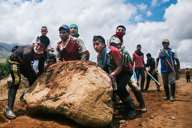 Rund 600 Ureinwohner vom Stamm der Nasa besetzen seit dem 14. Dezember 2014 drei Zuckerrohrplantagen in der Cauca-Region. Sie fordern Land, das ihnen 1991 nach dem Massaker von »El Nilo« zugesprochen wurde.