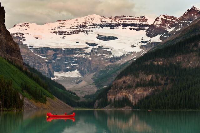 Bild 2: Gletschersee Lake Louise in den Rocky Mountains, Alberta, Kanada.