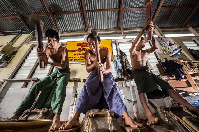 Bild 15: King Galon Gold Leaf Workshop in Mandalay, Myanmar.