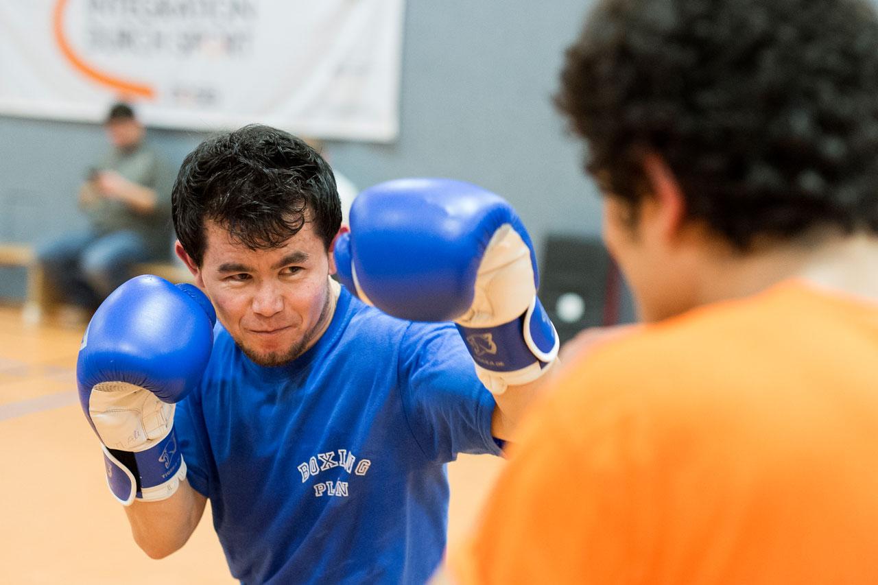 M. Ali Haidari kam vor fünf Jahren als unbegleiteter Minderjähriger aus Afghanistan. Jetzt arbeitet er als Zahntechniker, der Boxsport ist seine Leidenschaft.