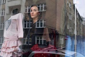 Andzelika Stachurska in der Modeboutique Moderna Moda im Stadtteil Nadodrze in Breslau. Nadodrze, das lange Zeit als sozialer Brennpunkt galt, entwickelt sich mittlerweile zum Szeneviertel für Künstler, Designer und sonstige Kulturschaffende.