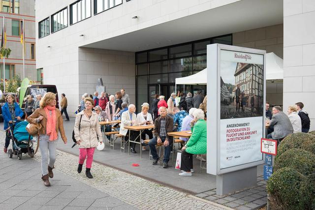 """Tag der Deutschen Einheit - Ausstellung """"Angekommen!?"""""""