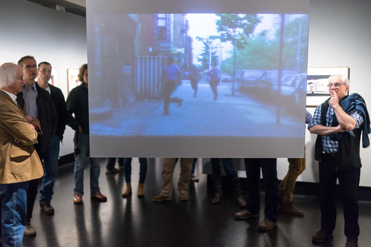 Auch das fotografische und filmische Werk Gordon Parks werden in der Ausstellung in Bezug gesetzt.