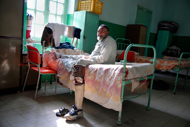 Ägyptens Leprasiedlung Abu Zaabal beherbergt ca. 800 Patienten, im angrenzenden Dorf Abdel Moneim Riad leben 3000 bis 4000 Geheilte. Die Lebensbedingungen sind dort meist besser als in ihren Heimatorten, auch müssen sie keine Stigmatisierung fürchten.