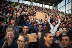 Unter dem Motto »Refugees Welcome« lädt der FC St. Pauli rund 1.000 Geflüchtete zum Testspiel gegen Borussia Dortmund ein, 8. September 2015.